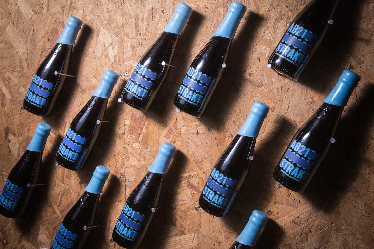 Abstrakt bottles